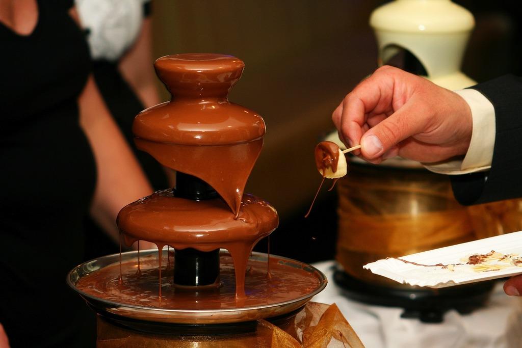 schokoladenfondue mit brunnen