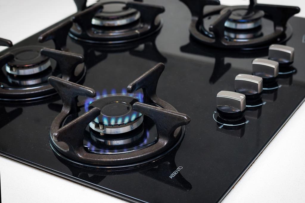 Herdplatte mit Gas und Flamme