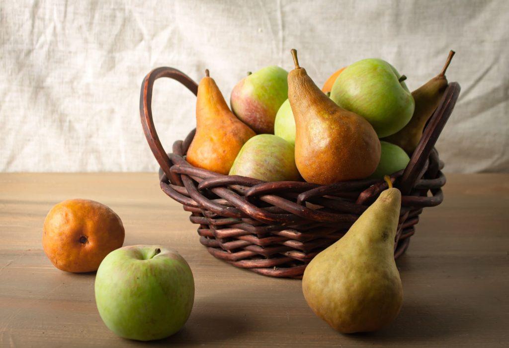 aepfel und birnen im gemuesekorb